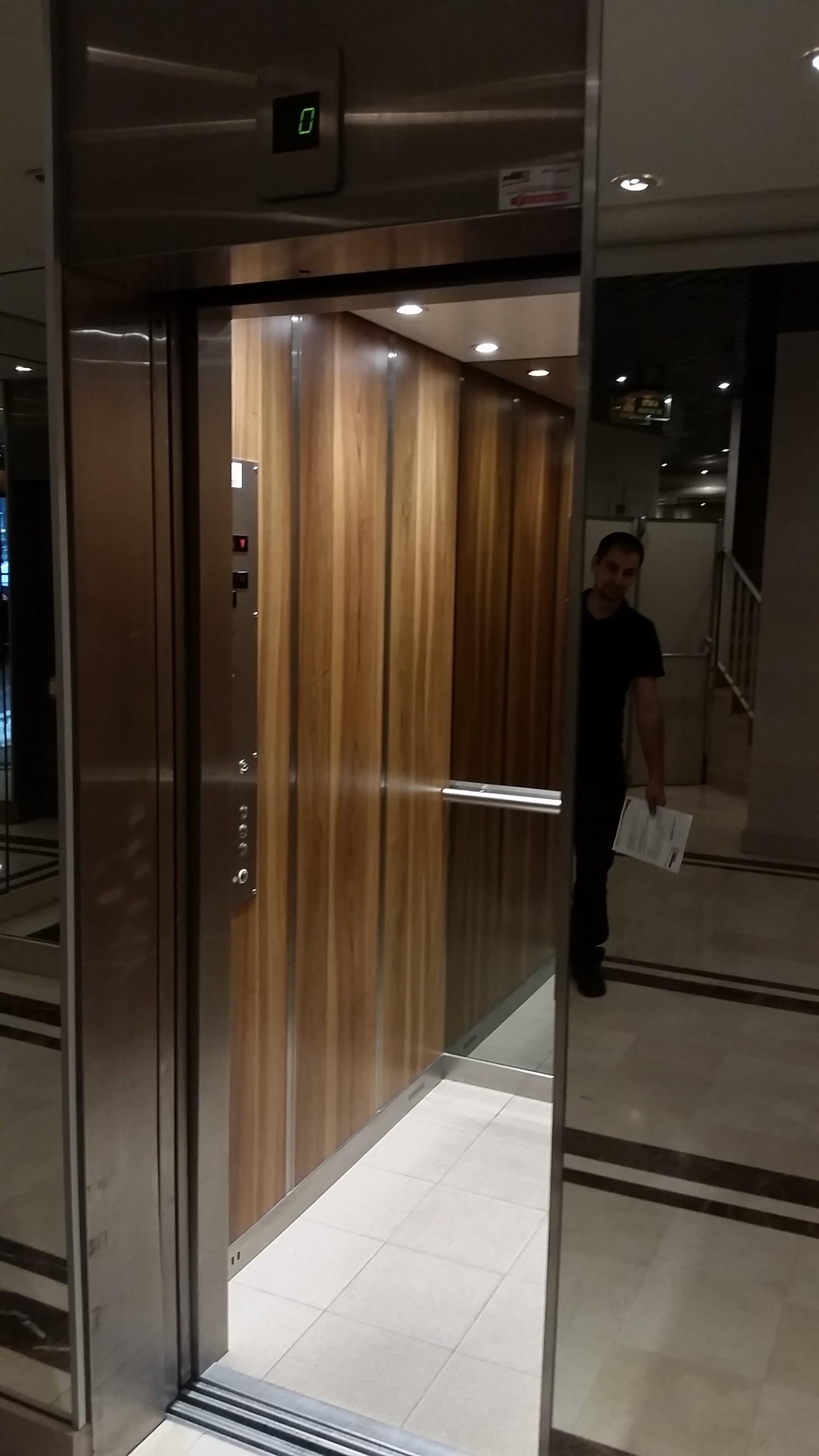 r novation cabine ascenseur arcade ascenseurs. Black Bedroom Furniture Sets. Home Design Ideas