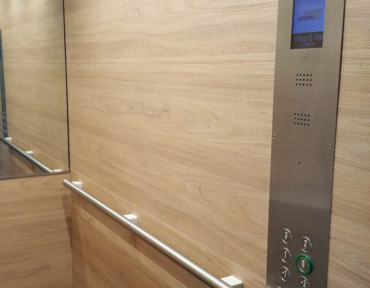 Revêtement mural ascenseur Paris – Rénovation cabine ascenseur IDF